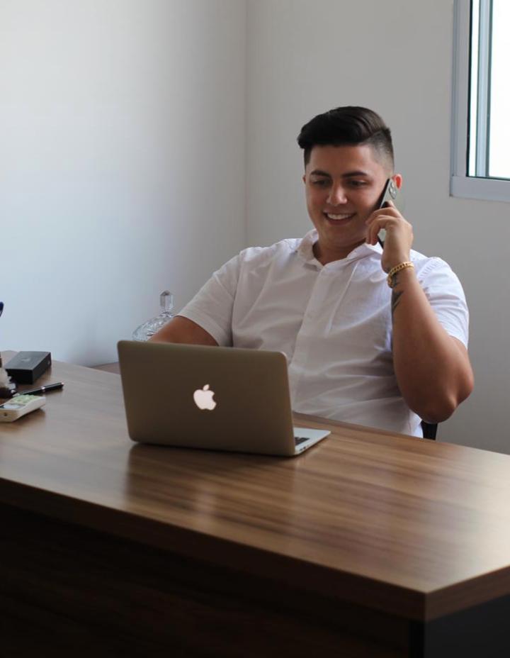 Márcio Araújo, que aos 19 anos, já é dono de uma empresa de marketing digital