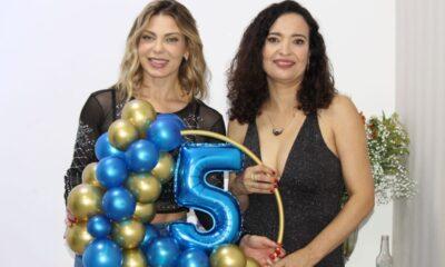 Sheila Mello com a proprietária Ana Lucia de Freitas - Foto: Renato Cipriano